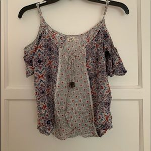 Patterned blouse with beads and open shoulders